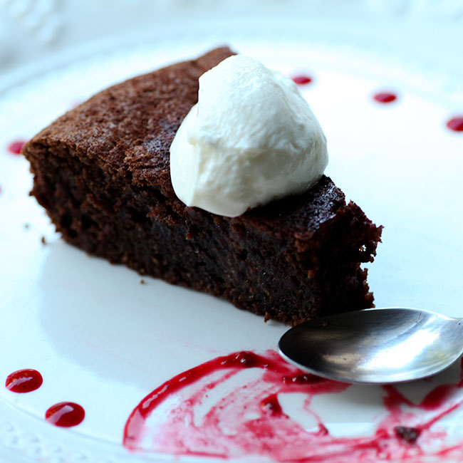 NuZest Flourless Chocolate Cake